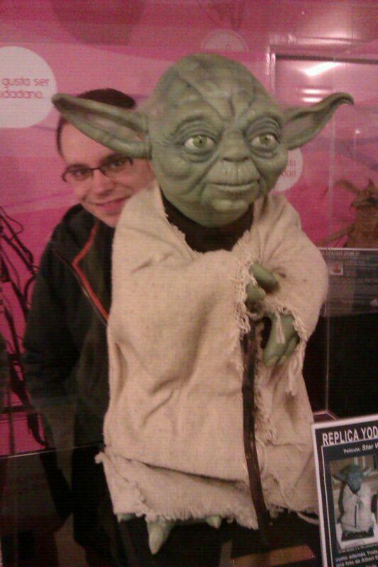 Friki-fan de Star Wars con Yoda